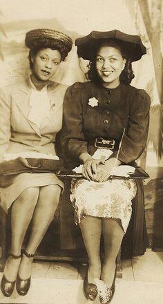 lack_women_dressing_1940
