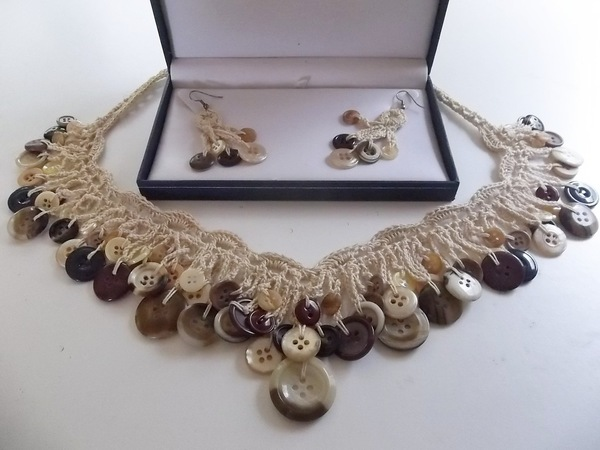 button_necklace_set