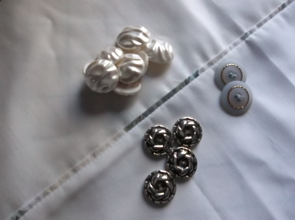 button_for_swirl_dress